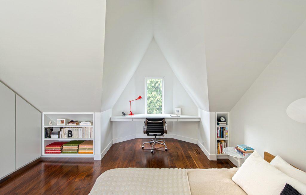Tetőtérek kialakítása beépített bútorokkal